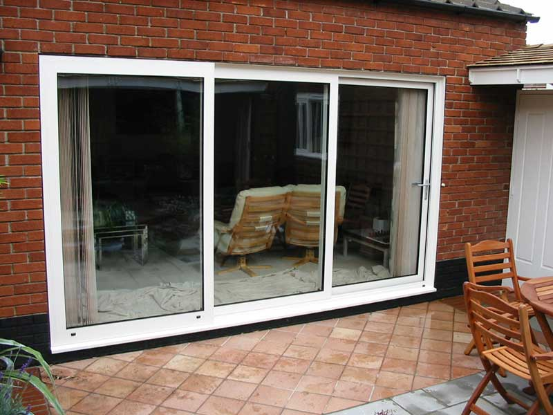 Two sliding leaf patio in white aluminium, Drayton